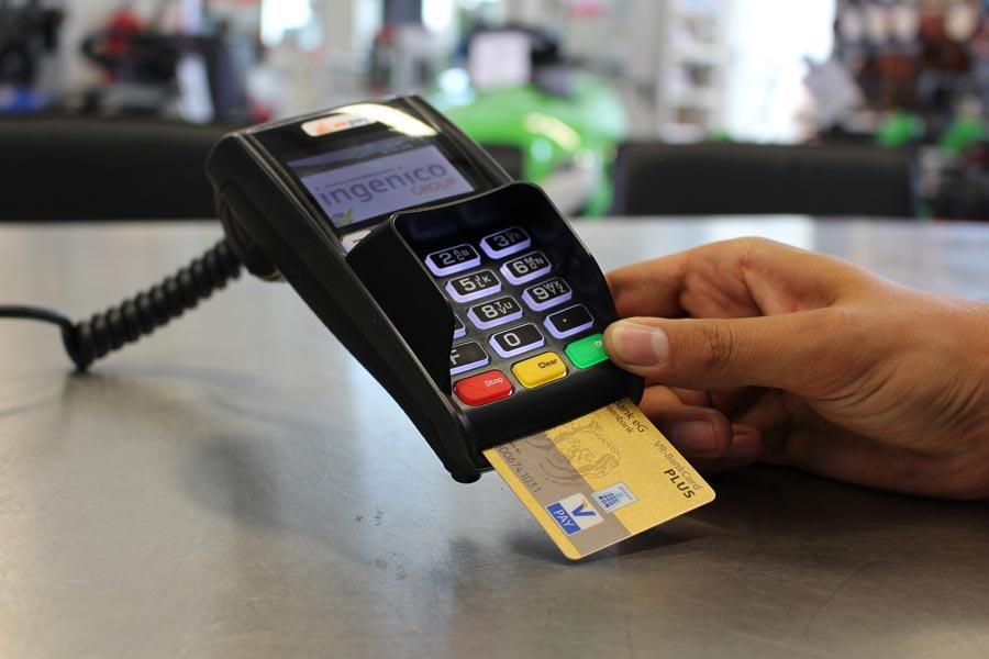 Mit Karte oder bar zahlen