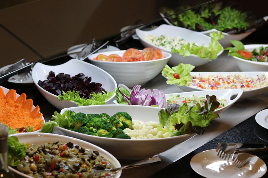 Salatbar bei EDEKA Hammerer